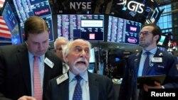 Suasana di lantai bursa New York Stock Exchange (NYSE) di New York, 9 Maret 2020. (Foto: dok).