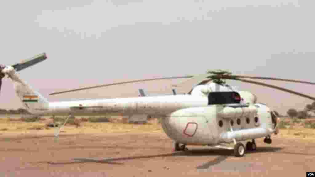 Un hélicoptère de transport des troupes de l'armée tchadienne à l'aéroport de Diffa