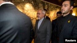 İran Dışişleri Bakanı Cevat Zarif, Cenevre'deki toplantıyı terk ederken