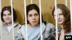 Tiga anggota band Rusia, Pussy Riot telah dinyatakan bersalah dan dijatuhi hukuman penjara dua tahun (foto: dok), sementara dua anggota band lainnya lari ke luar negeri.