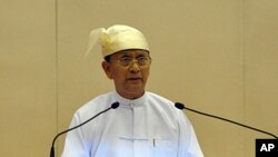 Burmese President Thein Sein delivers his speech at Parliament in Naypyitaw, March 1, 2012.