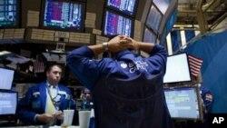 8月4日纽约证券交易所交易大厅的情景