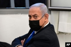 PM Israel Benjamin Netanyahu sebelum sidang di pengadilan distrik di Yerusalem, Senin, 8 Februari 2021.