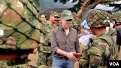 Juan Manuel Santos promueve el Plan de Consolidación con el que asegura llevará seguridad a las regiones más violentas del país.