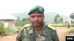 Le Lieutenant-Colonel Olivier Hamuli, porte-parole de la 8ème région militaire des FARDC, Nord Kivu, RDC, février 2013. (VOA/Nicolas Pinault)