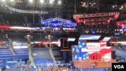 Tout est fin prêt pour les discours de la Convention