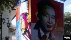 Berbagai ornamen mengenai profil tokoh sejarah Asia Afrika terpasang di berbagai lokasi perayaan KAA di kota Bandung (VOA/Teja Wulan).