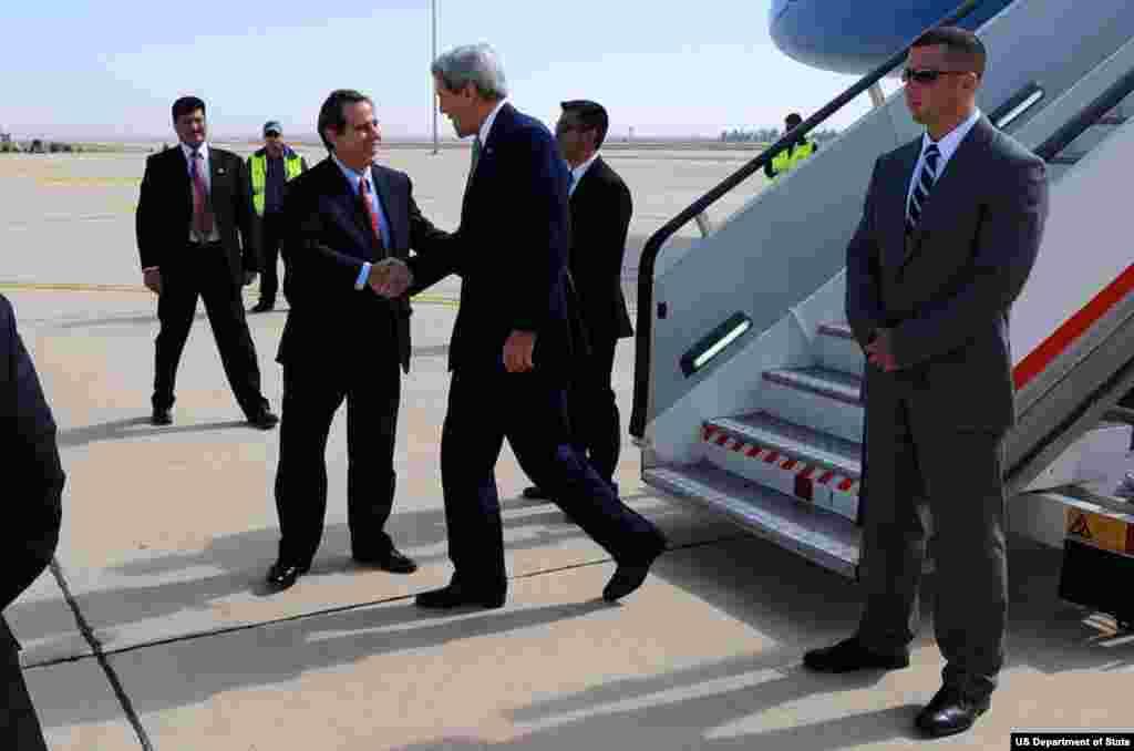 U.S. Ambassador to Jordan Stuart Jones greets U.S. Secretary of State John Kerry upon his arrival in Amman, Jordan, on November 7, 2013, for talks focused on Middle East issues.