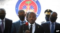 海地臨時總理克勞德·約瑟夫在首都太子港舉行記者會。(2021年7月16日)