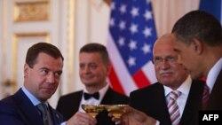 Дмитрий Медведев и Барак Обама после подписания СНВ-3