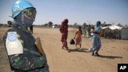 Soldat de l'UNAMID (force conjointe ONU-UA au Darfour) assurant la sécurité (10 janvier 2011).