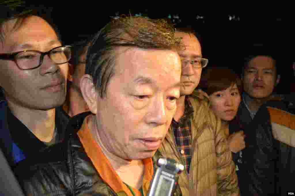 前行政院长谢长廷3月24日凌晨来到行政院