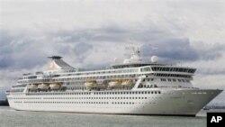 Kapal pesiar MS Balmoral berlayar dari kota Southampton Inggris hari Minggu (8/4).