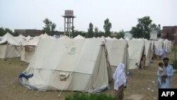 巴基斯坦瑙谢拉市的灾民救援营地
