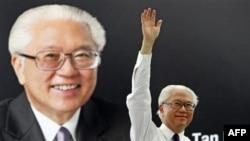 Cựu Phó thủ tướng Trần Khánh Viêm (Tony Tan), 71 tuổi, được các nhà phân tích nói là người sẽ giành được thắng lợi