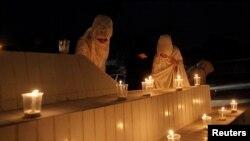 کوئٹہ میں ایدھی کی یاد میں شمعیں روشن کی جا رہی ہیں۔ فائل فوٹو