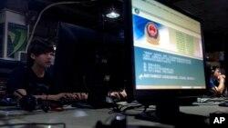 Internet kafe u Pekingu (arhiva)