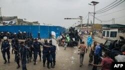 Abaporisi bahangana n'abigaragamvya i Kinshasa, itariki 24/06/2019.