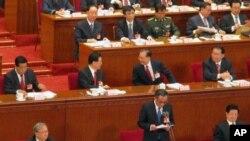 人大会议主席台,站立着为吴邦国