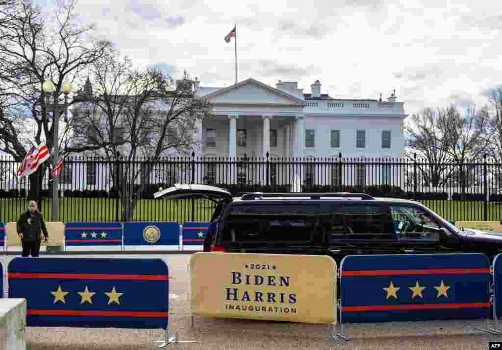 ការរៀបចំលម្អនានាកំពុងធ្វើឡើងនៅសេតវិមាន ក្នុងរដ្ឋធានីវ៉ាស៊ីនតោន ថ្ងៃទី១៨ ខែមករា ឆ្នាំ២០២១ មុនពិធីស្បថចូលកាន់តំណែងរបស់លោក Joe Biden និងអ្នកស្រី Kamala Harris។