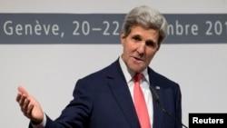 11月24日,美國國務卿克里在日內瓦向媒體講述與伊朗達成的核協議.