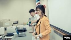 북한인권단체 에녹(EnoK) 행사를 돕고 있는 조은혜 씨. (자료사진)