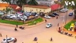 Soudan: une intersection routière chaotique, mais ordonnée, à Kampala