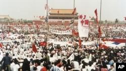 """VOA连线(方冰):六四30年:首部记录""""六四抗暴者""""新书问世"""