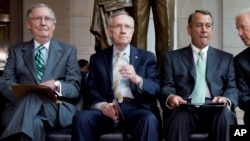 参议院共和党领袖麦康奈尔(左),民主党领袖里德(中)和众议院议长贝纳(资料照片)