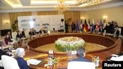 На переговорах в Багдаде. 23 мая 2012 г.