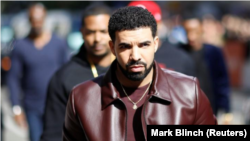 """El rapero Drake a su llegada para el estreno de la película """"The Carter Effect"""" durante el Festival Internacional de Cine de Toronto, Canadá, 9 de septiembre de 2017. REUTERS/Mark Blinch"""