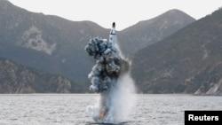 북한은 지난 24일 김정은 국방위원회 제1위원장이 참관한 가운데 잠수함발사 탄도미사일(SLBM) 수중시험발사을 실시했다고 조선중앙통신이 보도했다.