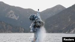پیشتر کره شمالی به آزمایش یک موشک بالیستیک از زیردریایی دست زد