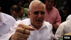 El ex presidente de facto de Honduras, Roberto Micheletti, fue cuestionado sobre sus acciones durante el pasado golpe de Estado ocurrido en su país en junio de 2009.