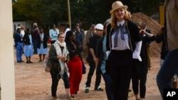 Madonna, avant de visiter le service pédiatrique de l'hôpital malawite Queen Elizabeth à Blantyre, le 10 juillet 2016.