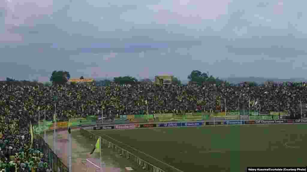 Caf-C1 : V.club concède le nul face à Sétif (2-2). Une vue de l'ambiance au satde Tata Raphael de Kinshasa, dimanche 26 octobre 2014. Valery Kusema/Photo Courtoisie