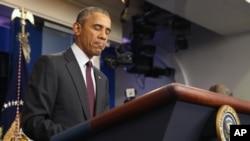 """El presidente Barack Obama prometió seguir presionando por una reforma al control de armas. """"Lo politizaré"""", dijo."""