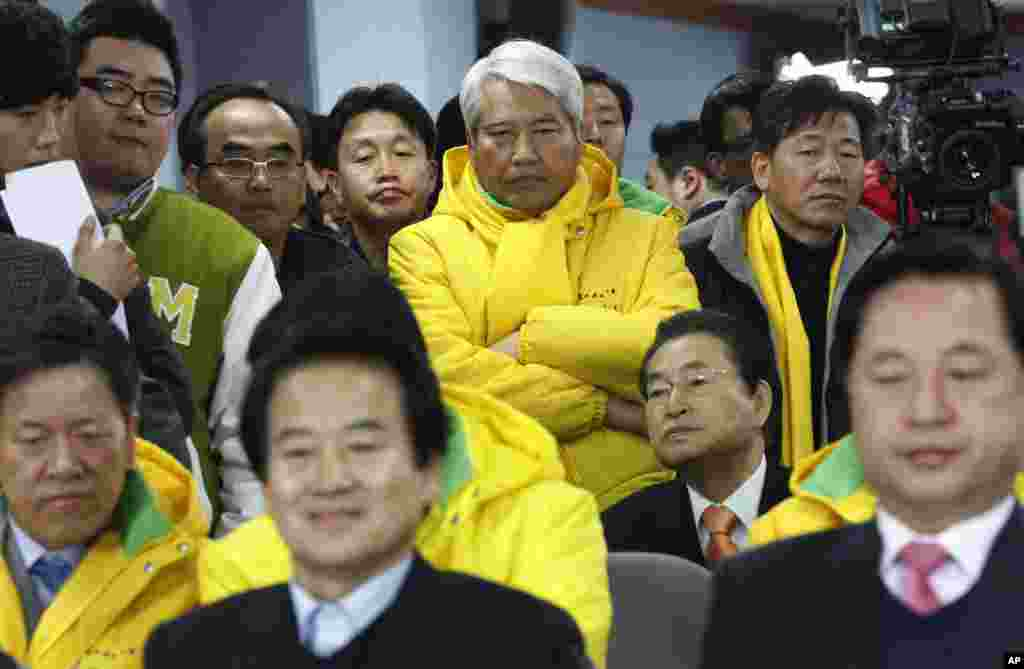 Members of opposition Democratic United Party watch TV news reporting exit polls on their presidential candidate Moon Jae-in in South Korea's presidential elections, Seoul, December 19, 2012.