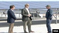 William Paddock, asesor de sostenibilidad, ayuda a coordinar operaciones ecológicas en empresas lucrativas.