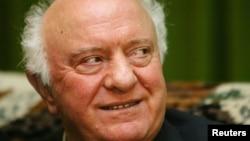 Ông Eduard Shevardnadze trong một cuộc phỏng vấn với hãng tin Reuters ở Tbilisi, Gruzia, ngày 24 tháng 11, 2003.