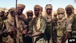 Des soldats tchadiens en patrouille dans la région du Tibesti, 28 mars 1999.