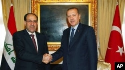 Turkish Prime Minister Recep Tayyip Erdogan, right, and Iraqi Prime Minister Nouri al-Maliki pose for cameras before a meeting in Ankara, Turkey, Thursday, 21 Oct 2010