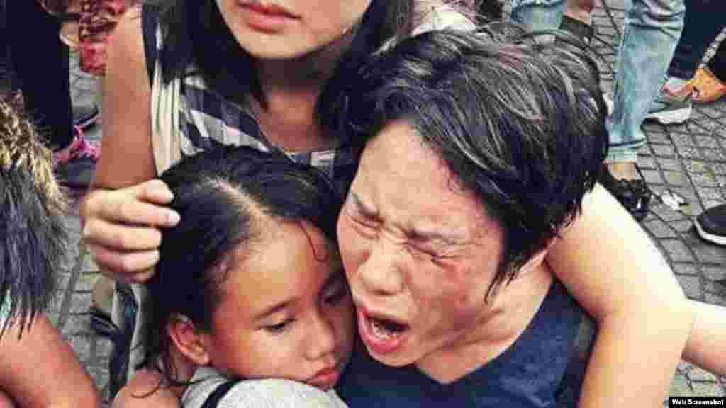 Vụ cá chết ở Việt Nam 'lan' tới quốc hội Mỹ Một dân biểu Hoa Kỳ quan tâm tới tình hình Việt Nam nói ông hy vọng rằng trong chuyến thăm sắp tới, Tổng thống Barack Obama sẽ nêu vấn đề cá chết hàng loạt ở miền Trung cũng như các cuộc biểu tình của người dân Việt.