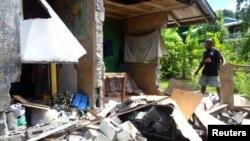 """Kantor organisasi bantuan """"World Vision"""" di Kirakira, Kepulauan Solomon rusak akibat gempa hari Jumat (9/12). Kepulauan Solomon kembali dilanda gempa hari Sabtu pagi (10/12) waktu setempat."""