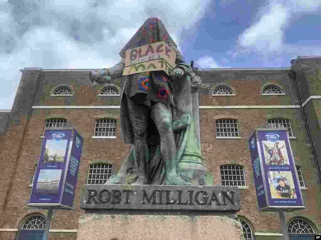 მონებით მოვაჭრე რობერტ მილიგანის ძეგლი ლონდონში, ბრიტანეტი.
