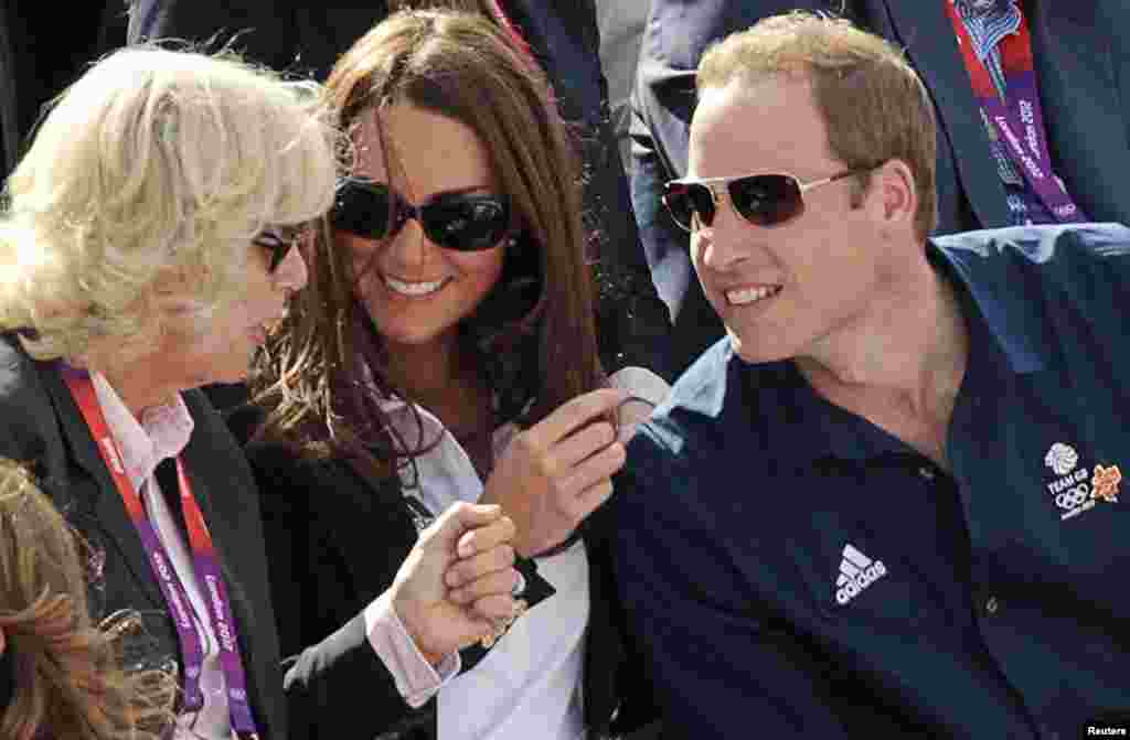 Camilla Parker Bowles, Duchess of Cornwall, Kate Middleton (C), Duchess of Cambridge, and Prince William (R) chat while they wait for Britain's hopeful Zara Phillips compete in the individual equestrian cross country event in the London 2012 Olympic Games