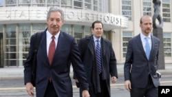 華為公司的律師們離開紐約布魯克林的聯邦法庭。(2019年3月14日)