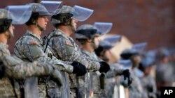 Unos 2.200 efectivos estarán disponibles para resguardar la seguridad de Ferguson este martes.