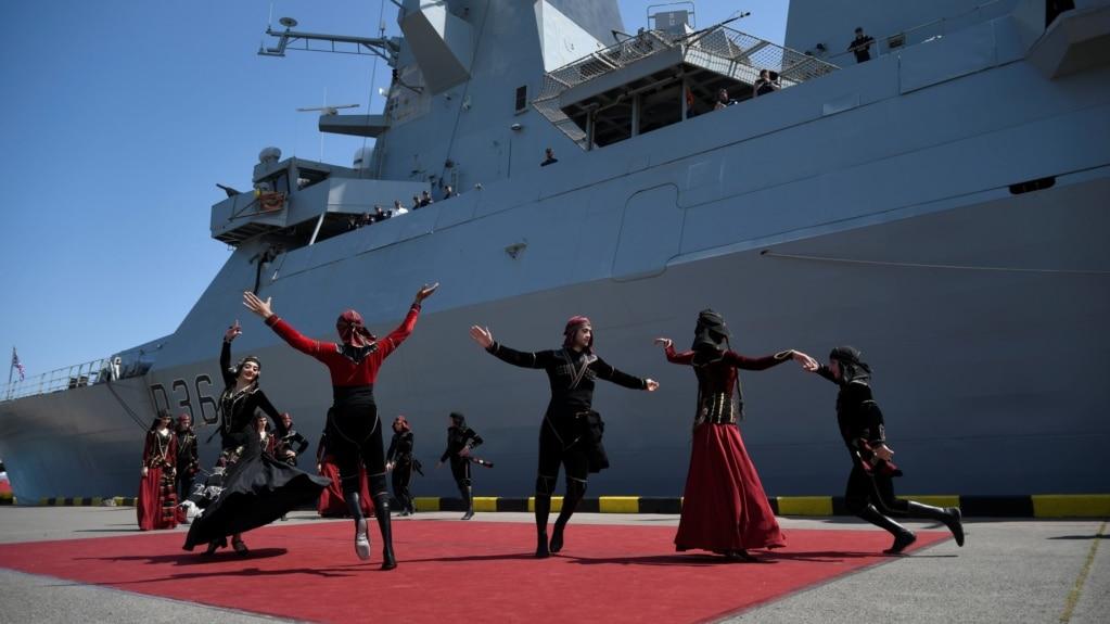 Церемония прибытия военного корабля Британского королевского флота HMS Defender в черноморский порт Батуми, Грузия, 26 июня 2021 г.