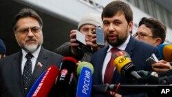 Денис Пушилин (справа)